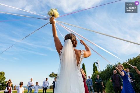 Immagine del set di nastri per il bouquet della sposa presso la sede del ricevimento del Domaine des Moures