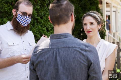 Hauptzeremonie in Cambridge, Massachusetts Hochzeitsfoto des Gelübdeaustauschs