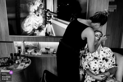 Immagine che mostra il trucco delle spose con un'analisi approfondita presso l'Hotel Fairmont, Rio de Janeiro, Brasile