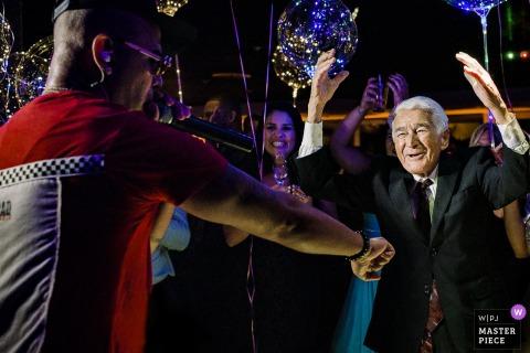 Clube Piraquê, Lagoa, Rio de Janeiro wedding venue dancing image of older guests having fun