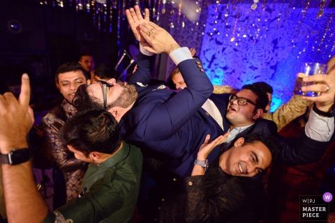 Jaipur, India bruidegom Vrienden moeten wraak nemen op de bruiloftsreceptie