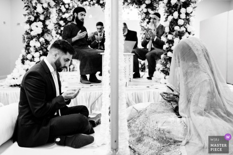 Immagine da un luogo di matrimonio privato a Birmingham, nel Regno Unito, di una cerimonia Nikkah musulmana