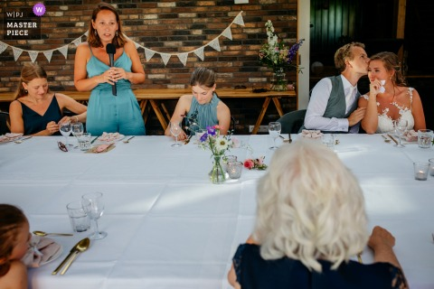 Image of the speech by the sister of the bride at the reception venue of Pollepleats