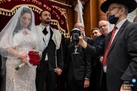 Bild aus der Synagoge oder Akiva, Israel, aufgenommen während der Hochzeitszeremonie