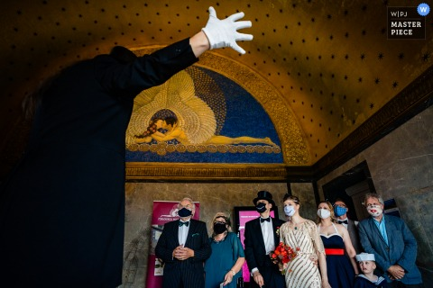 Wedding photography from Hochzeitsturm Darmstadt showing The ceremony with gloves and COVID masks