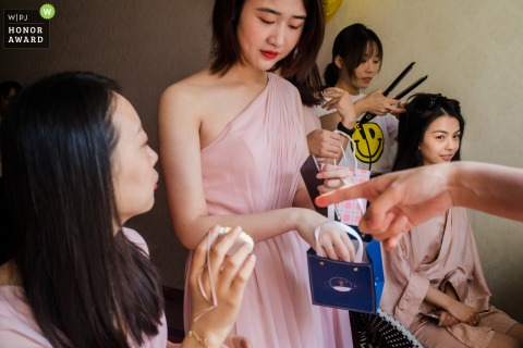 Asia wedding photography from China at the Home during Getting ready