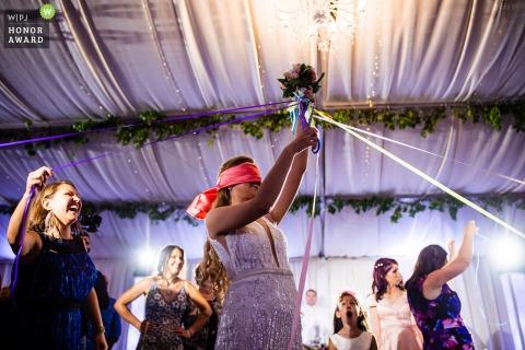 Bulgarien Hochzeitsfotografie von der Rezeption in der Villa Ekaterina, Vakarel - Wer bekommt den Hochzeitsstrauß?
