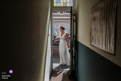 Wedding photography of a Den Haag bride leaving home