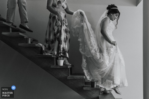 Minas Gerais wedding photo from Brazil during the Making of the Bride walking down the stairs