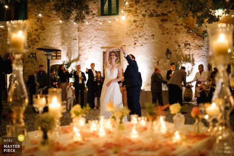 Tenuta Mocajo, Tuscany wedding picture of the bride and groom during their first dance