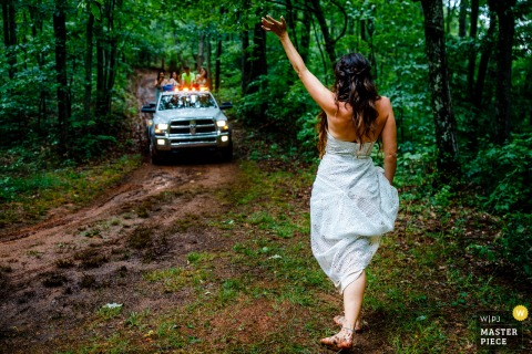 Colorado bride waves to the tow truck she called