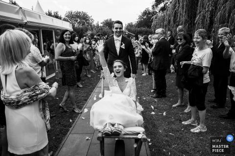 Immagine del matrimonio Clos de Longeville della sposa e dello sposo in arrivo