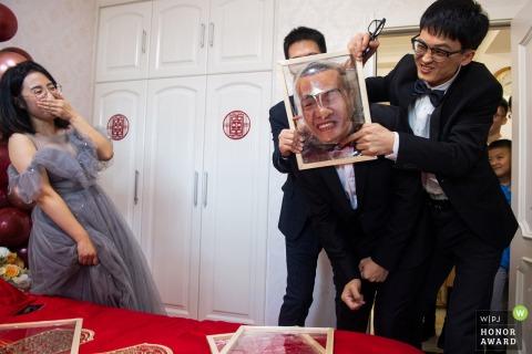 Liaoning wedding photography of gate crashing games of smashing faces into plastic