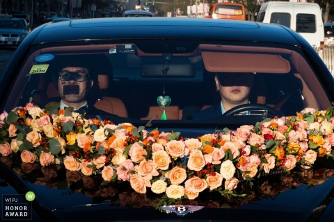 China wedding photography from inside the car On the way to bride