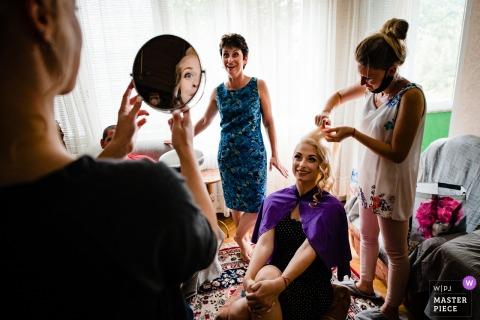 Il fotografo di matrimoni ha catturato questo momento dal Montana, Bulgaria, mentre si preparava
