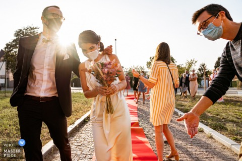 A Vlaams Brabant wedding photographer captured this Leuven royal entry, 2020 style with COVID masks