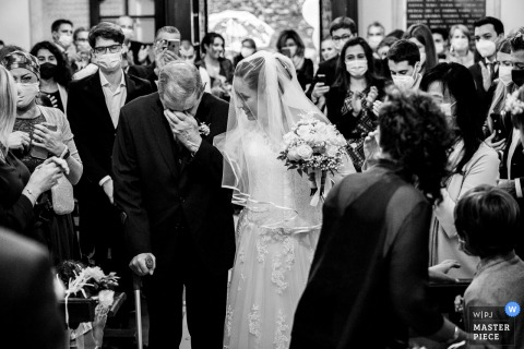 Verbano-Cusio-Ossola wedding photographer captured this Piedmont Church ceremony image of The arrival of the Bride with her grandfather