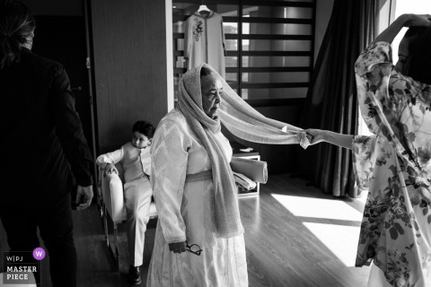 Spain wedding photographer created this black and white image of the bride getting ready at hotel, Talavera de la Reina using a Grandma veil detail with bride