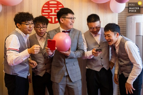 China wedding photography from a Zhejiang bride's home of The best man and groom singing