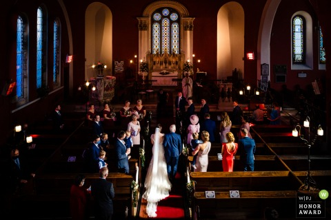 Photographie de mariage en Irlande de la maison Kilshane montrant l'entrée de la mariée