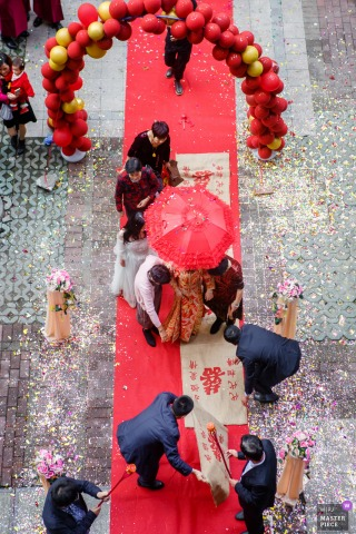 China wedding photography from Hangzhou showing Chinese traditional customs