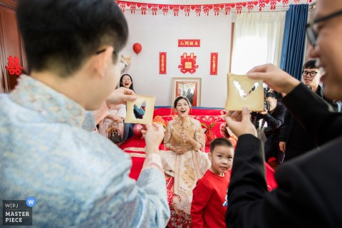 China wedding photo from Hangzhou of the groom and groomsmen playing the door games for the bride