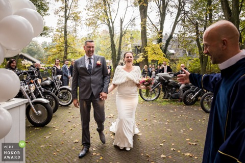 Noord Brabant outdoor wedding photo At the venue, Oude Kerk, dongen showing the Wedding couple is arriving, escorted by the motorcycle club
