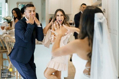 Fotografía de boda de Yarmouth, MA (casa de los padres de la novia) -El primer look de las amigas de la novia
