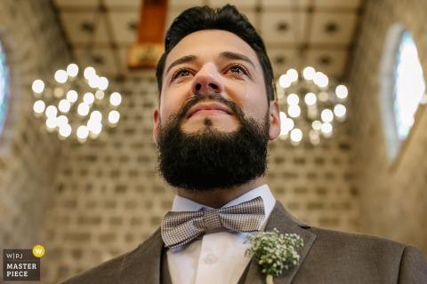 Fotografía de la boda de la Iglesia Madre de Gramado del novio justo antes de la ceremonia.