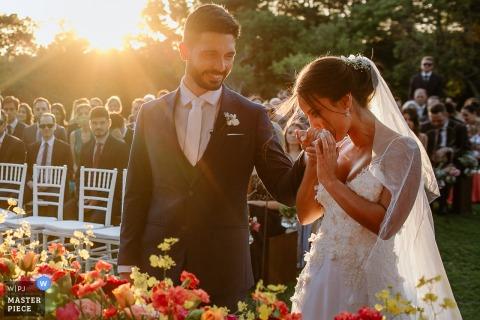 Alameda FIgueira, Cachoeirinha, Brasil foto de boda de los novios durante la ceremonia al aire libre
