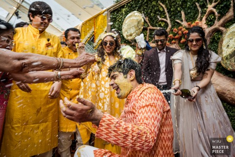 Delhi, Inde photographie de mariage du rituel coloré Haldi et curcuma