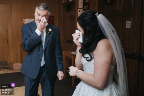 Fotografia di matrimonio della Chiesa dell'Ohio del papà che vede sua figlia