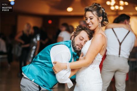 Ohio Ricevimento foto di matrimonio di un tenero amorevole divertimento sulla pista da ballo