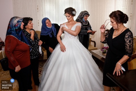 Izmir Narlidere wedding photography showing the bride is waiting the groom at the home with their relatives