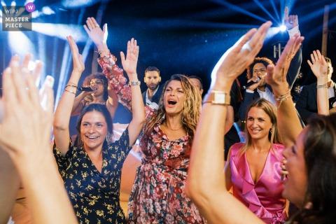 Saint Tropez Hochzeitsfotografie der Partyzeit auf der Tanzfläche