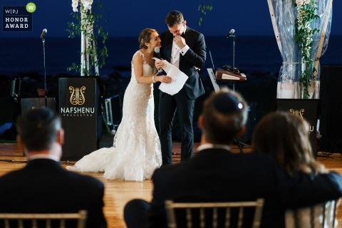 Seacoast Science Center, NH, imagem do casamento do discurso da noiva e do noivo com os pais em primeiro plano