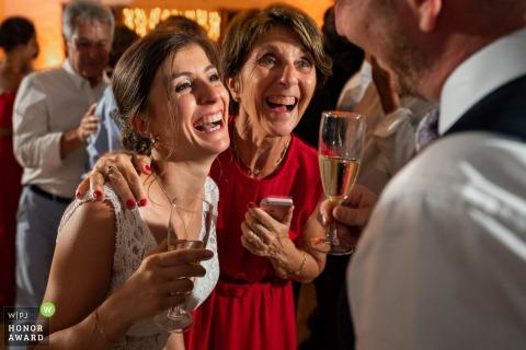 Foto van de bruiloftsreceptie in Frankrijk van Ferme De Bouchemont met als moeder zo dochter