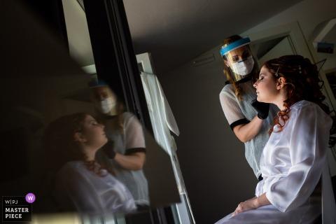 Resort iConic, Arezzo, Toscana, fotografia di matrimonio che mostra la sposa che si prepara