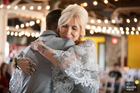 ND斯麦,ND婚礼摄影的一个温柔的接待拥抱