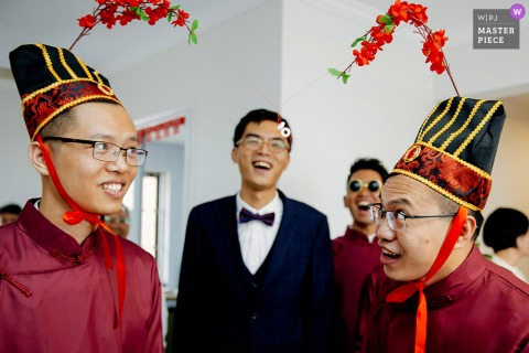Best wedding photography from Guangxi showing a pic ofgroomsmen and the China groom playing door games