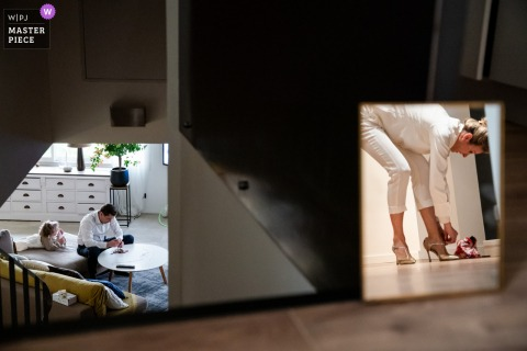 Best wedding photography from Vinsobres, France showing a pic illustrating Getting ready on two different sides of the home