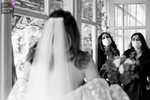 A top wedding photographer at the Kennedy Lodge in Istanbul captured this picture of the first look of the besties