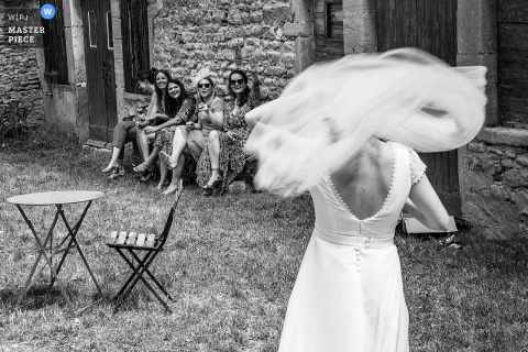 Grand Est wedding photography in BW showing bride, friends and wind
