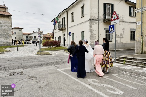 A wedding photographer in Brebbia created this image ofThe Bride arrival in the streets