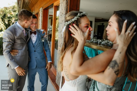 Rio Grande do Sul wedding photography of women and men embracing at the event