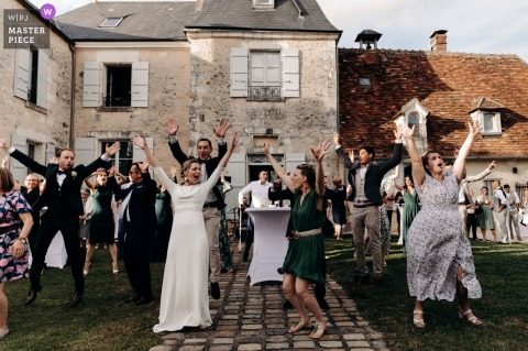 Château d'Allogny - Indre outdoor marriage reception party award-winning photo that has recorded a Surprise dance of the guests for the bride and groom, they joined them at the end of the song to enjoy with their friends