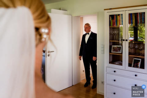 Roedermark marriage preparation time award-winning picture capturing the Dad first look