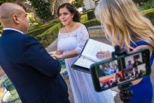加州的Annie Bang是一位婚禮攝影師