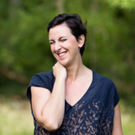 Marine Poron is een professionele huwelijks- en familiefotograaf, moeder en gevestigd in Parijs, Frankrijk.