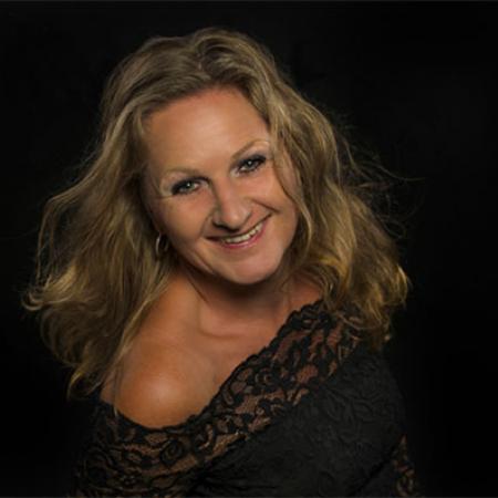Wedding Photographer Corrine Ponsen